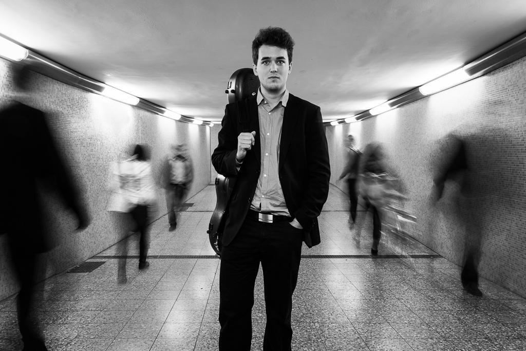 Peter Graneis - Classic Guitar Portrait (motion)